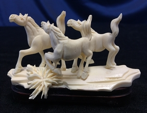 Picture of Bone 3 Horses Group 9810